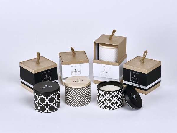 Ebba fragrance candle in vessel black with lid